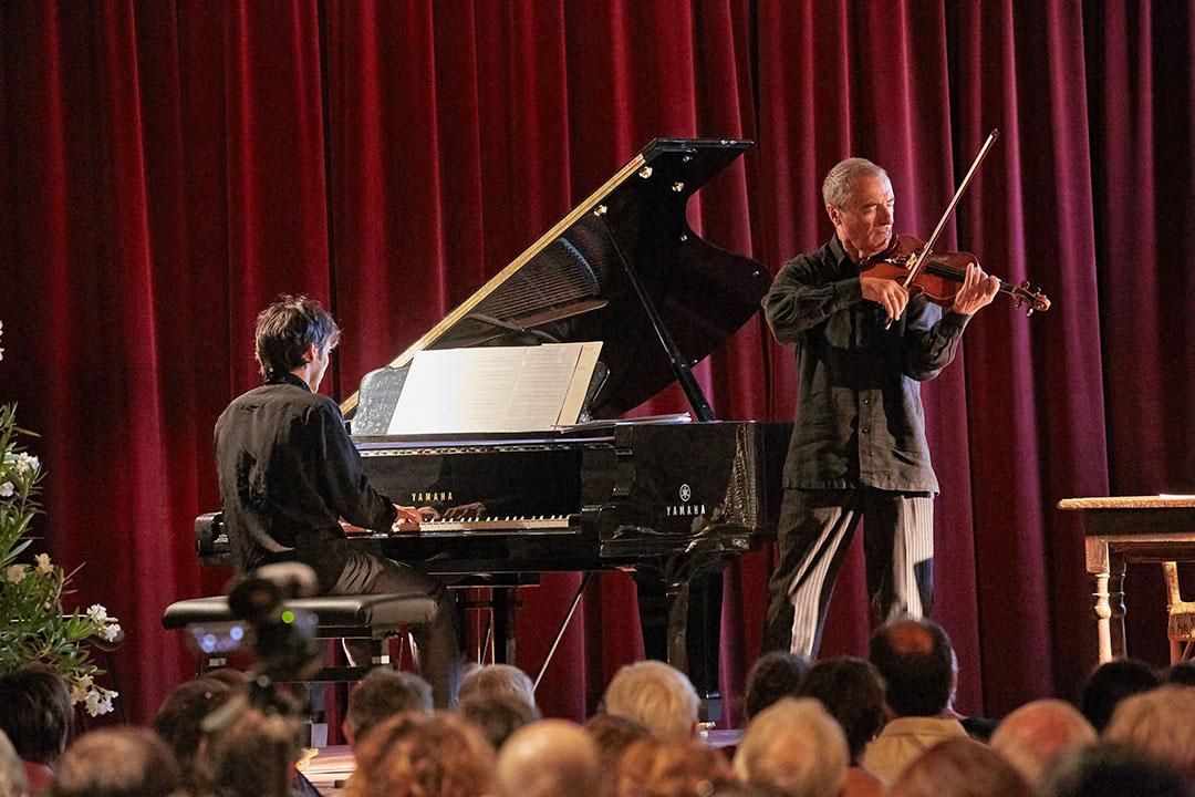 Concert du mercredi du festival des Montagnes du Matin. Le Petit Prince d'Antoine Saint-Exupéry conté par Roger Germser et accompagné au piano par Hugues Chabert. Le final Roger Germser est au violon.